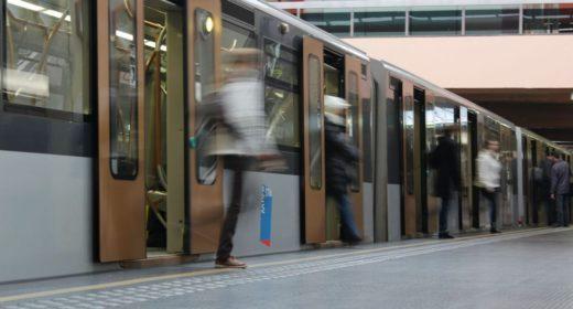 Rame de métro en gare